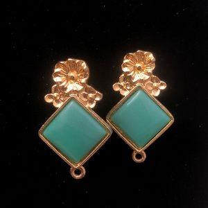 Gorgeous flower vintage earrings